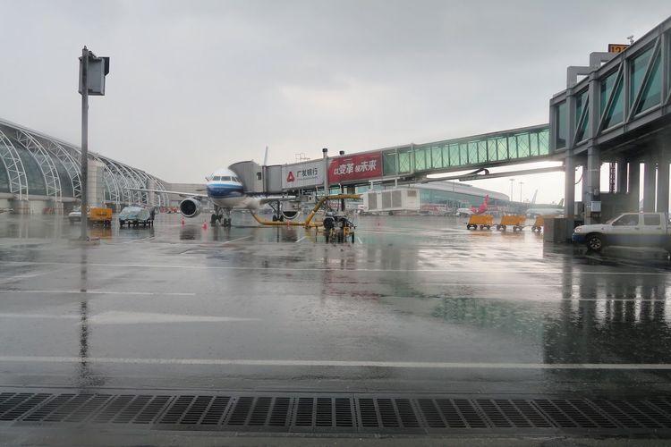 Wet road against sky