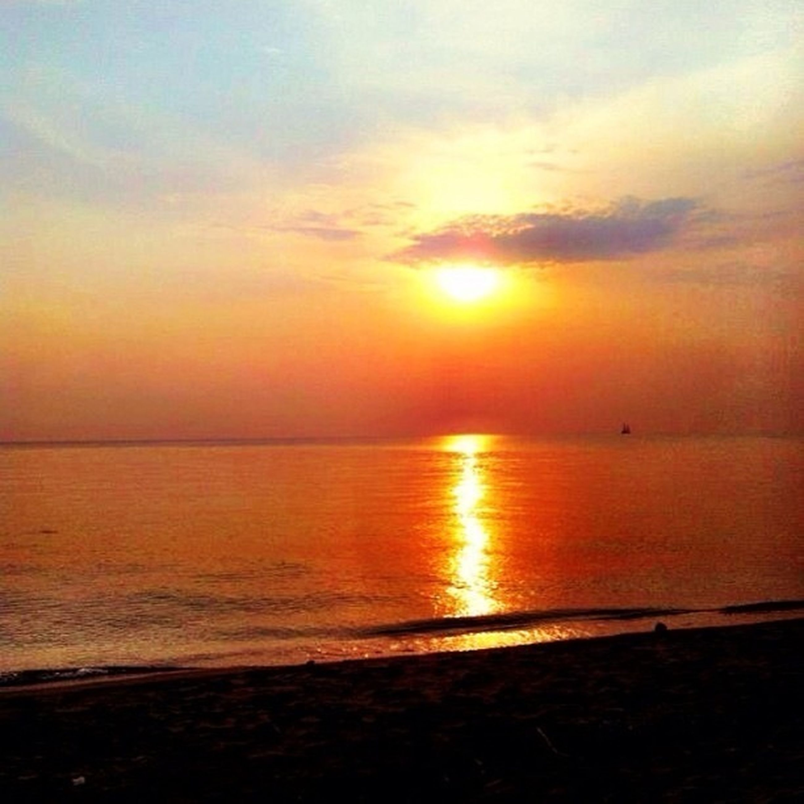 sunset, sea, water, horizon over water, sun, scenics, tranquil scene, tranquility, beauty in nature, sky, orange color, idyllic, reflection, beach, nature, silhouette, shore, sunlight, cloud - sky, outdoors