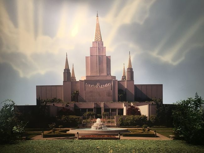 While on the tour of the museum I took this picture of the Oakland Temple that was made out of cardboard and looks so realistic as you can tell The Oakland Temple Adapted To The City EyeEmNewHere Miles Away Lieblingsteil Minimalist Architecture The Architect - 2017 EyeEm Awards The Great Outdoors - 2017 EyeEm Awards
