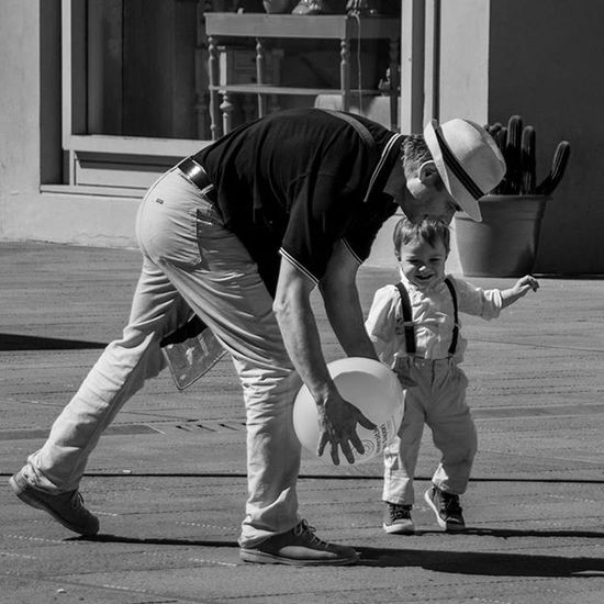 Justplaying Foligno, sett 2014 Italianstreetphotography Nikonitalia Nikontop Nikonphotographers Nphotography Streetphotographyitalia Streetphotographyitaly Onthestreet Fotografiadistrada Peopleonthestreet Blackandwhite Blackwhite Fotografi_italiani Streetphotographyintheworld Photography Art Picoftheday Photooftheday Street Urbanphotography Streetphotography People Bw Bw_lover bw_society black @drossiphoto photographicnotes drossiphoto Check out my website http://daviderossi.photo
