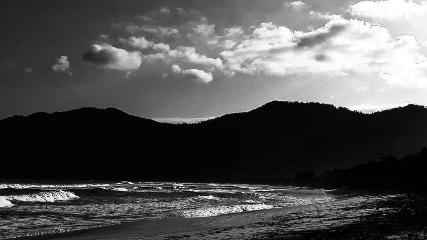 "menos é mais...."" Ocean Surf Montains    Sand Beach Rio De Janeiro Aventureiro Beach Sol Mar J7primephotography Brazil EyeEmNewHere Pb Bw Praia Montains    Water Mountain Astronomy Winter Star - Space Lake Sky Landscape Cloud - Sky Mountain Range Dramatic Sky"
