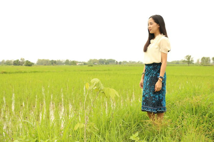 Live For The Story Sky Tree Happiness Outdoors Childhood Friendship Leisure Activity Family With One Child Girls Day Nature Casual Clothing Rural Scene Togetherness Cereal Plant Standing Adult Child Grass Field Women Scenics Full Length Farmer