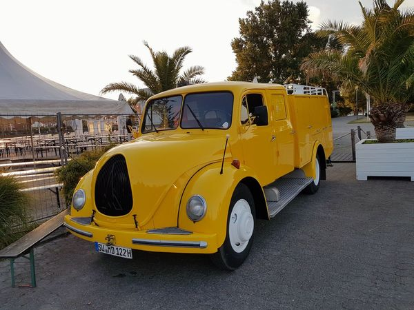 Kein Postauto Truck Classic Firetruck Oldtimer Germany Tanzbrunnen Cologne Köln Yellow