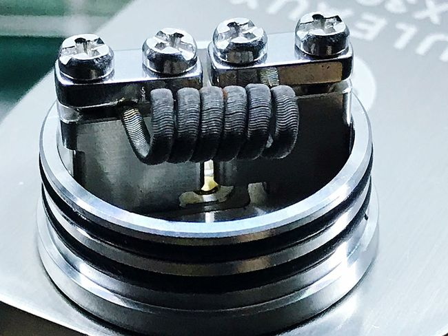Goon 1.5 single coil Goon 1.5 Vapecommunity Vaporfanatics Vape VapeLife Coil Vaping Is The Future Metal Close-up No People Technology Still Life Indoors  Equipment Machinery Focus On Foreground Silver Colored Reflection Machine Part Day Retro Styled