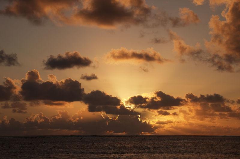 Sun setting behind dark Clouds over South Pacific Ocean - Rarotonga, Cook Islands, Polynesia Cloud Cloud - Sky Clouds Clouds And Sky Cloudscape Dramatic Sky Horizon Horizon Over Water Lagoon Nature Ocean Pacific Ocean Panorama Rarotonga Reflection Scenics Sea Seascape Sky Sky And Clouds Sunbeam Sunset Sunshine Vacations Water