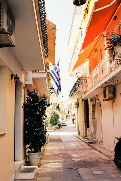 TakeoverContrast Greece Greecesummer Greece2016 Greece Islands GREECE ♥♥ Zakynthos Zakynthos,Greece Zakynthos Town Zakyntos Architecture Built Structure House Residential Structure Contrast VSCO Vscocam Contrasts Colorful Color Paradise Residential Building Outdoors City Life No People