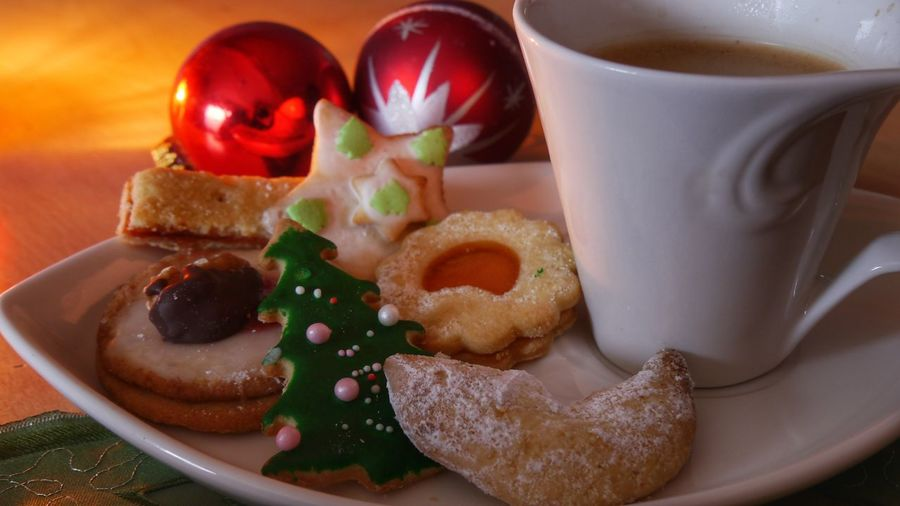 Christmas time - cookies and coffee Food Food And Drink Sweet Food No People Close-up Ready-to-eat Freshness Indoors  Eyem Gallery Still Life Scenics Cookies Decoration EyeEm Gallery Cake Decorating Christmas Decoration Selective Focus Homemade Cookies Delicious Cookies Annual Event Candle Light Christmas Tree Ball Indoors  Cropped Cup Christmas Time Handmade For You