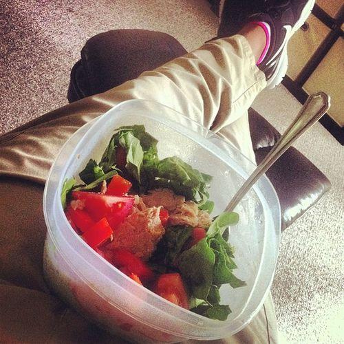 Dinner time ? spinach, tuna && ? salad Imworkintho Loungin Veggies Clean cleaneating nike feetup