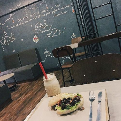 Self, got the whole place, just for you! 👌👊😂🍔☕ MariAdventures Shutterbug_collective Bulakenya Maloleña