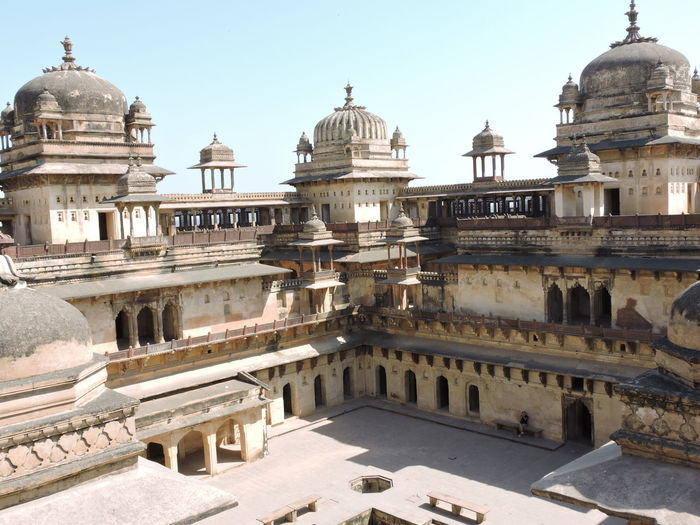 Orchha Fort Complex India Indian History Architecture Building Exterior Built Structure Clear Sky Day Dome History Indian Architecture Indian Heritage Madhyapradesh Madhyapradeshtourism No People Orchha Outdoors Place Of Worship Religion Sky Travel Destinations