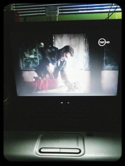 Klau planta una estaca en el corazón de Rebecca... (The Vampire Diaries)