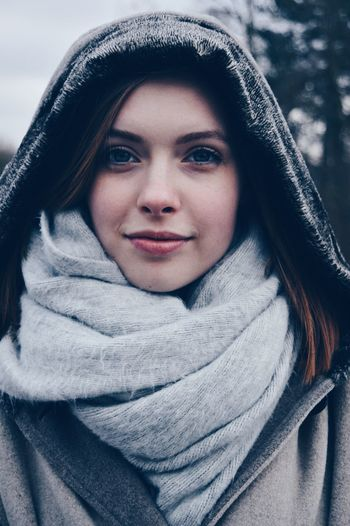 Sparkles in her eyes Uniqueness Winter Beauty Portrait Cold Temperature Beautiful People Sweater Woman Sparkling Eyes Fresh On Eyeem  Shades Of Winter