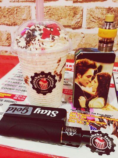 Kinderbueno Milkshake😍 Shake Milkshake♥ Vape VapeLife Vapeporn Vapelyfe Vapecommunity Vapeasian Love Vapemalaysia