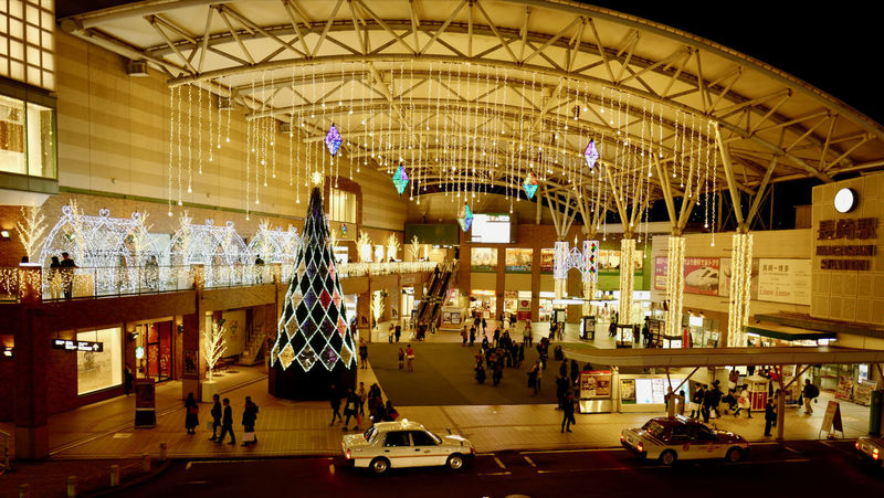 Go, Vantege Point Nagasaki Today / 2017 Christmas Nagasaki Station Tonight : Leica Q 28mm F/1.7 No Filter No Flash Handheld Photos 3.0 16:9 Crop de Good evening Christmas Lights LEICA Q Typ116 Tonight Architectural Feature Christmas Decoration Large Group Of People Nagasaki Station People Real People Retail  Saturday Night カモメ広場 長崎市 長崎駅 アミュプラザ長崎 ナガサキ⭐︎テラス