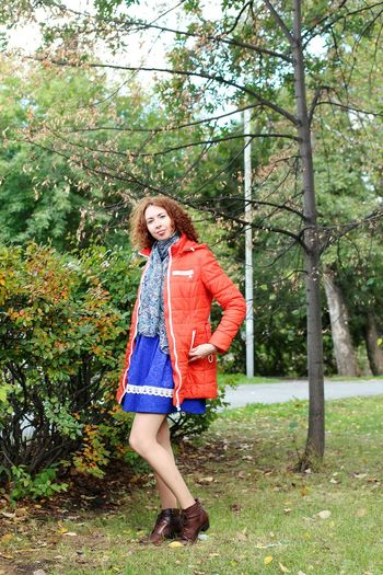 One Woman Only Only Women Adults Only Full Length One Person Tree One Young Woman Only People Young Adult Outdoors Smiling Knitted  Day Adult Portrait Leisure Activity Young Women Nature Wife Autumn