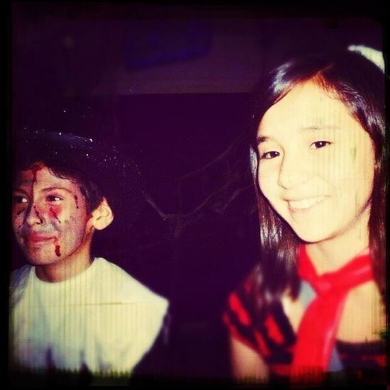 Empiezo a subir fotos, con esta, es una foto de mi ex (Alex) y yo cuando nos casamos en Halloween