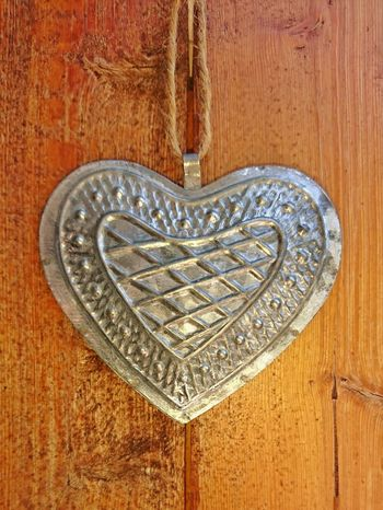 ... heart of...... tin Love Design Close-up Carving - Craft Product Pattern Wood - Material No People EyeEm Best Shots Heart Heart Shape Heart ❤ Heartbeat Moments Love ♥ Lovelovelove Love♥ Make Love Not War Little Heart Small Hearts Tin Tiny Hello World Hi Close Up Ilvesheim