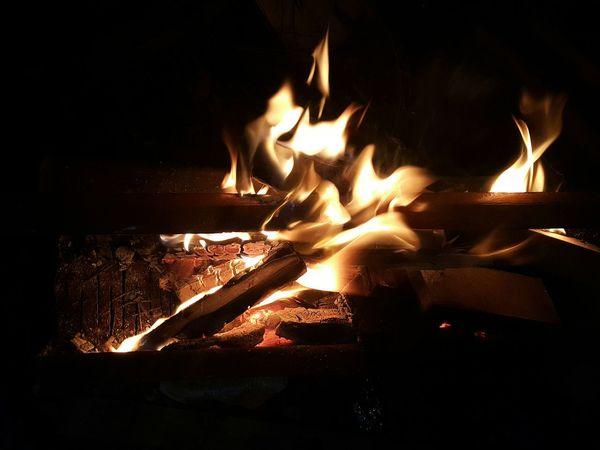Тот вечер я не забуду никогда, было ужасно холодно, не было света, было скучно и то самое чувство безысходности... чтож, мы сделали что смогли