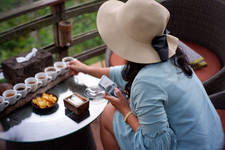 Young Women Women Tea Crop High Angle View Asian Style Conical Hat Rice Paddy Terraced Field Satoyama - Scenery Wooden Raft Prepared Food Served Pastry Serving Size Plantation Plate Pie Sushi Rice - Food Staple Rice - Cereal Plant Ear Of Wheat Chinese Tea Vietnam Vietnamese Culture