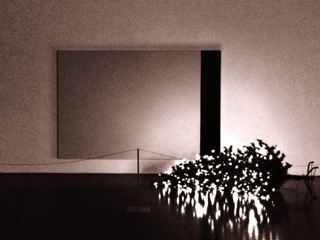 Museum Modern Blackandwhite Lighteffect Indoors  Nightlife Museuminthenight Indoors  No People Kitsch Oder Kunst