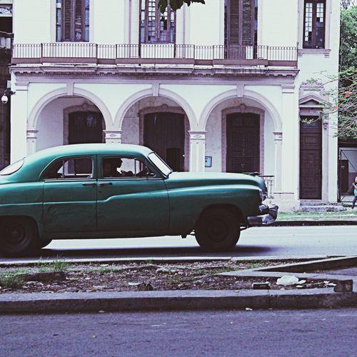 Navegando en el pasado del presente Colors Cuba Streetart