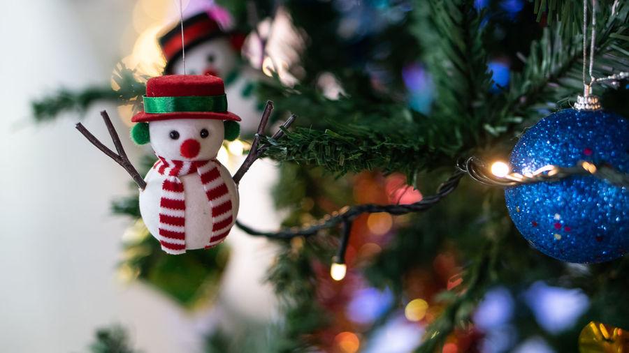 Snowman hanging