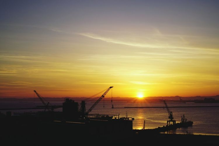 港と夕日 Crane -