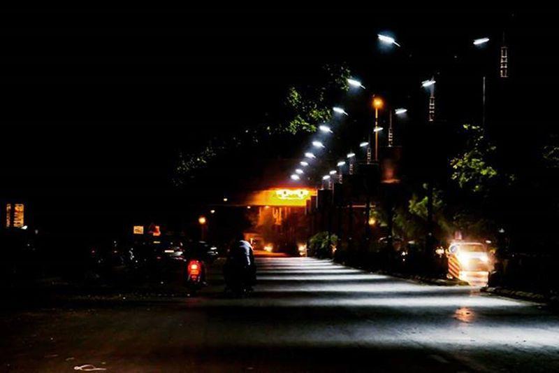 The lit road! Photo Courtesy :- @bunny26199 Camera Courtesy :- @utsav_ladani Editing Courtesy :- @jeetpipalia Accompanying Courtesy :- @vrl9_patel Nightoutdiaries😎 Friends Fun 3am Streetlights Citylights Kalawadroad Nightphotography Streetphotography Canon 1200D Igr Ig_india Instagram_rajkot _soi Soi_gift Ig_gujarat Learn & Shoot: After Dark