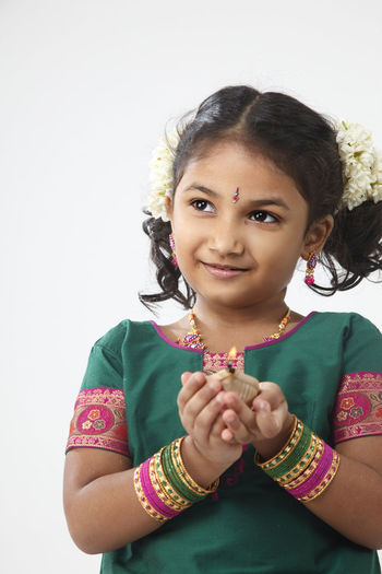 portrait of malaysia indian ethnicity celebrating deepavali Asian  Diwali Females Happiness Indian Innocence Traditonal Clothing Bangle Childhood Cute Deepavali  Elementary Age Hairstyle Holding Indoors  Jasmine Flower Malaysia Oil Lamp One Person Portrait Sari Smiling Studio Shot Traditonal Festival Women