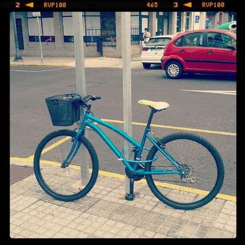 Sólo otra jodida bicicleta. ¿Dónde está E.T.? // Just another fucking bike. Where is E.T.?