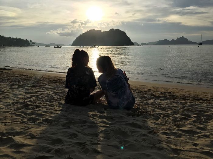 Las cabañas sunset Water Beach Sky Sea Land Real People Togetherness Beauty In Nature Nature Sunlight Positive Emotion Lifestyles