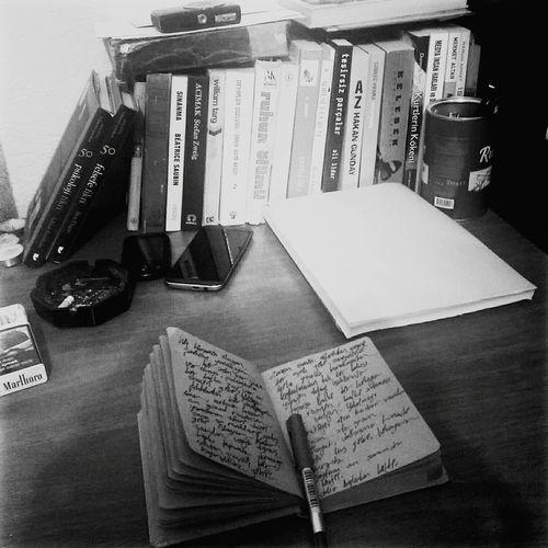 Black And White Blackandwhite Writing Edebiyat Siir Tahtadan Bir şövalyeyim Ben Sırtıma Basan En Güzel Resim Ise Sen. Yaradanin Elleri Değil, Sana şu Renkleri Nakış Gibi Işleyen. Blogspot.com