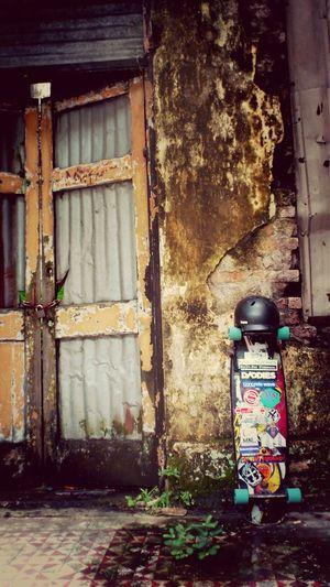 Street Art Longboard Sector9 Skateboard Bern Helmet