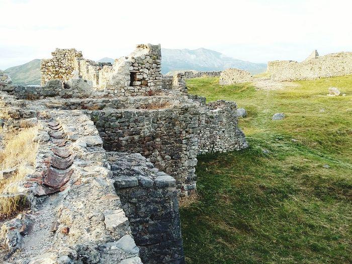 Stonehege of Albania ✋ Castle of Lezha VSCO Vscocam Enjoying Life Hanging Out Taking Photos Albania Ancient Architecture Nature Ancient Castle Albanian Skenderbeu EyeEm Best Shots EyeEm EyeEm Gallery Eyeemphotography