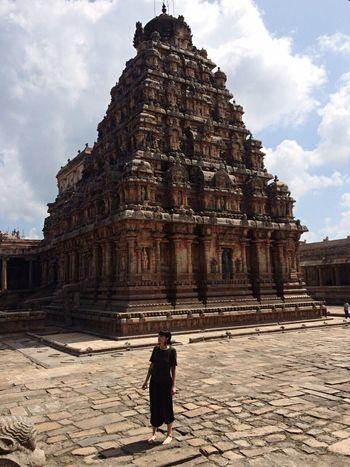 Me pretending I'm Lara Croft 🔫🔫 Temple India Tombraider