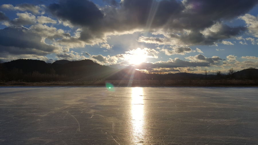 Eisschuhlaufen Sunlight Sunbeam Cloud - Sky Outdoors Water Sun Reflection First Eyeem Photo