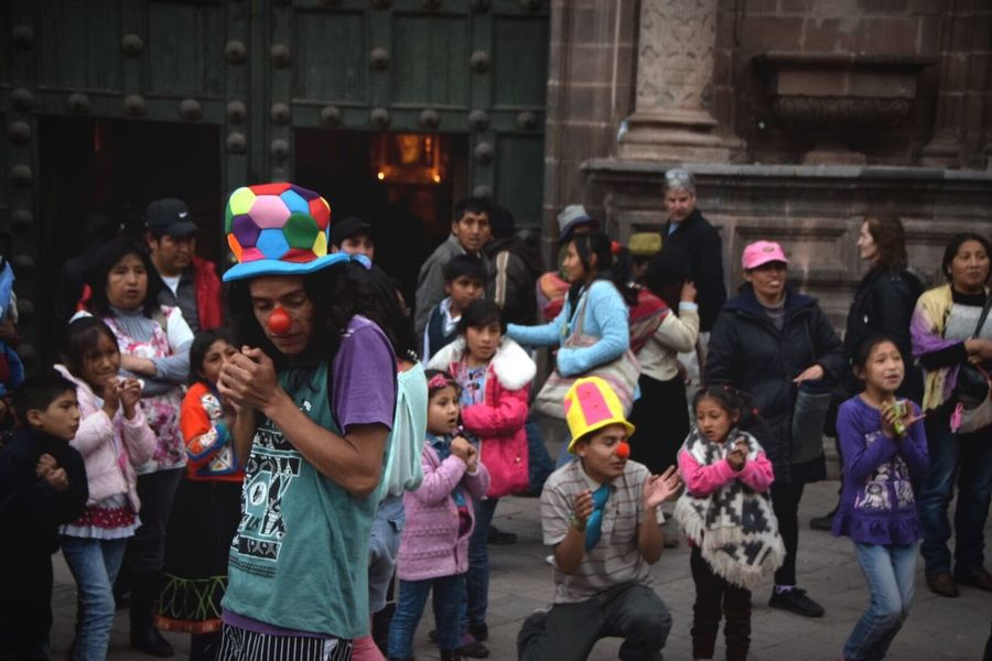 Christmas Around The World Peru People Children Everyday Joy Enjoying Life Southamerica Cusco Together Happiness Christmasperformance Streetperformance