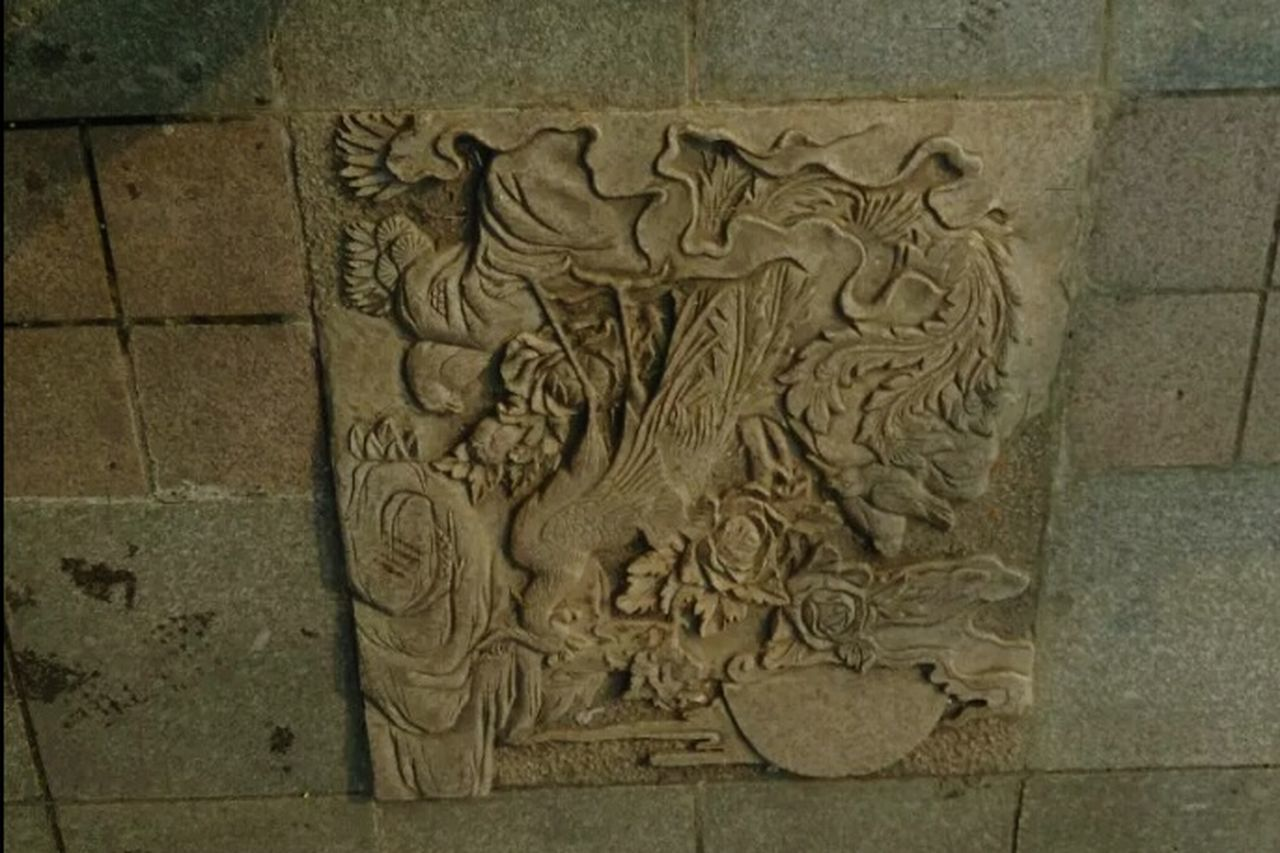 bas relief, no people, built structure, day, architecture, outdoors, close-up