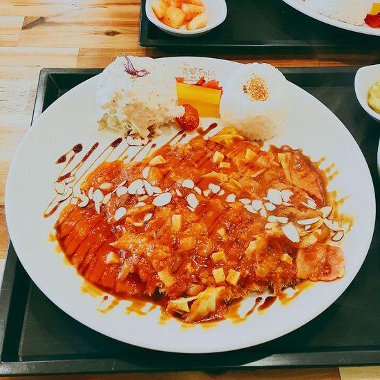 Donkatsu Tomatosauce Tomatoes Meat Love Korean Food Korean Traditional Yummy Tastyfood Tasty Delicious Southkorea Visit Korea Lol :) Food