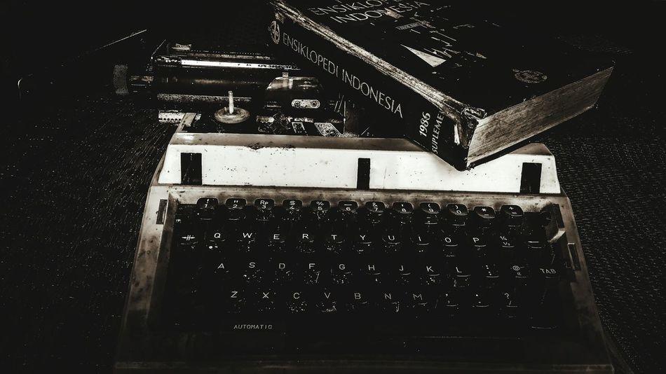 Masa dimana masih belum mengenal computer 💻 Abstract Blackandwhite Arts Culture And Entertainment Close-up Inner Power