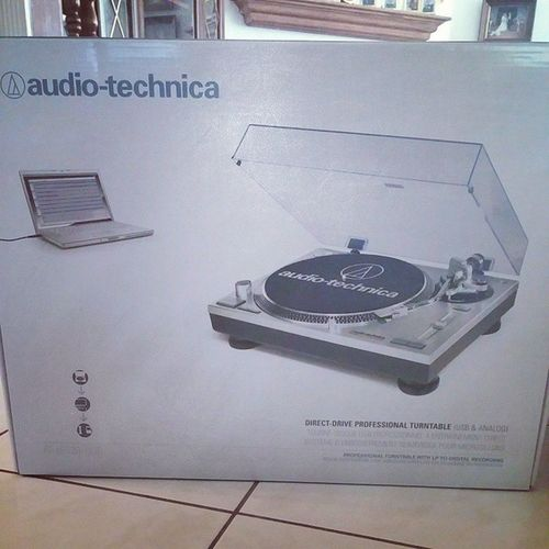 New turntable. Heavy as hell. Ruling. Vinyl Audiotechnica