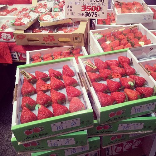 big strawberryいちご いちご Japan Sweet Juice Red 莓