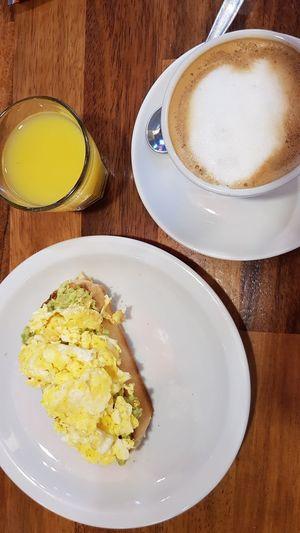desayuno Coffee Breakfast Eggs... Avocado Abocado Toast Food Start Fuel Egg Yolk Drink Plate Gourmet Breakfast Frothy Drink Latte Healthy Lifestyle Directly Above Table Fried Egg Toasted Bread Starter Scrambled Eggs