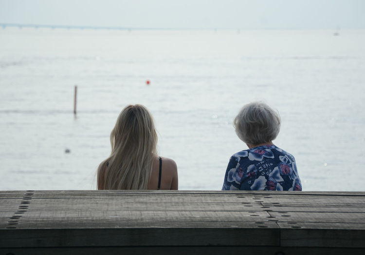 Looking forward Family Bonding Generations Horizon Love Mother & Daughter Real People Rear View Street Photography Togetherness Tranquil Scene Urban Spring Fever Women öresundsbron People Together Women Around The World Connected By Travel Second Acts Be. Ready. Colour Your Horizn Press For Progress This Is Aging Summer In The City A New Beginning Streetwise Photography