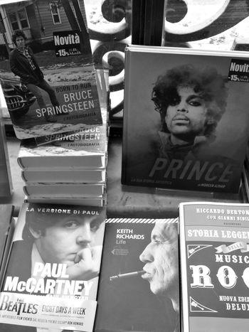 Books Music Rockstars Black And White Photography Monochrome Photography Large Group Of Objects Chi leggerà la musica.... TakeoverMusic