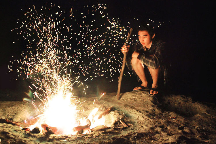 Bestoftheday Bonfire Bonfire Camping Casual Clothing Conceptual Conceptual Photography  EyeEm EyeEm Best Shots EyeEm Gallery EyeEm Nature Lover Fire Glowing Heat - Temperature Leisure Activity Lifestyles Light Light And Shadow Litratista Night Outdoors Picoftheday Portrait Self Portrait Sparks