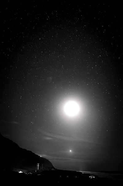 """""""Those who dream by day are cognizant of many things which escape those who dream only by night.""""-Edgar Allan Poe // Eye4photography  EyeEm Best Shots Nightphotography EyeEm Best Shots - Black + White Night Lights Hanging Out Taking Photos Astrophotography Only In Hawaii Blackandwhite"""