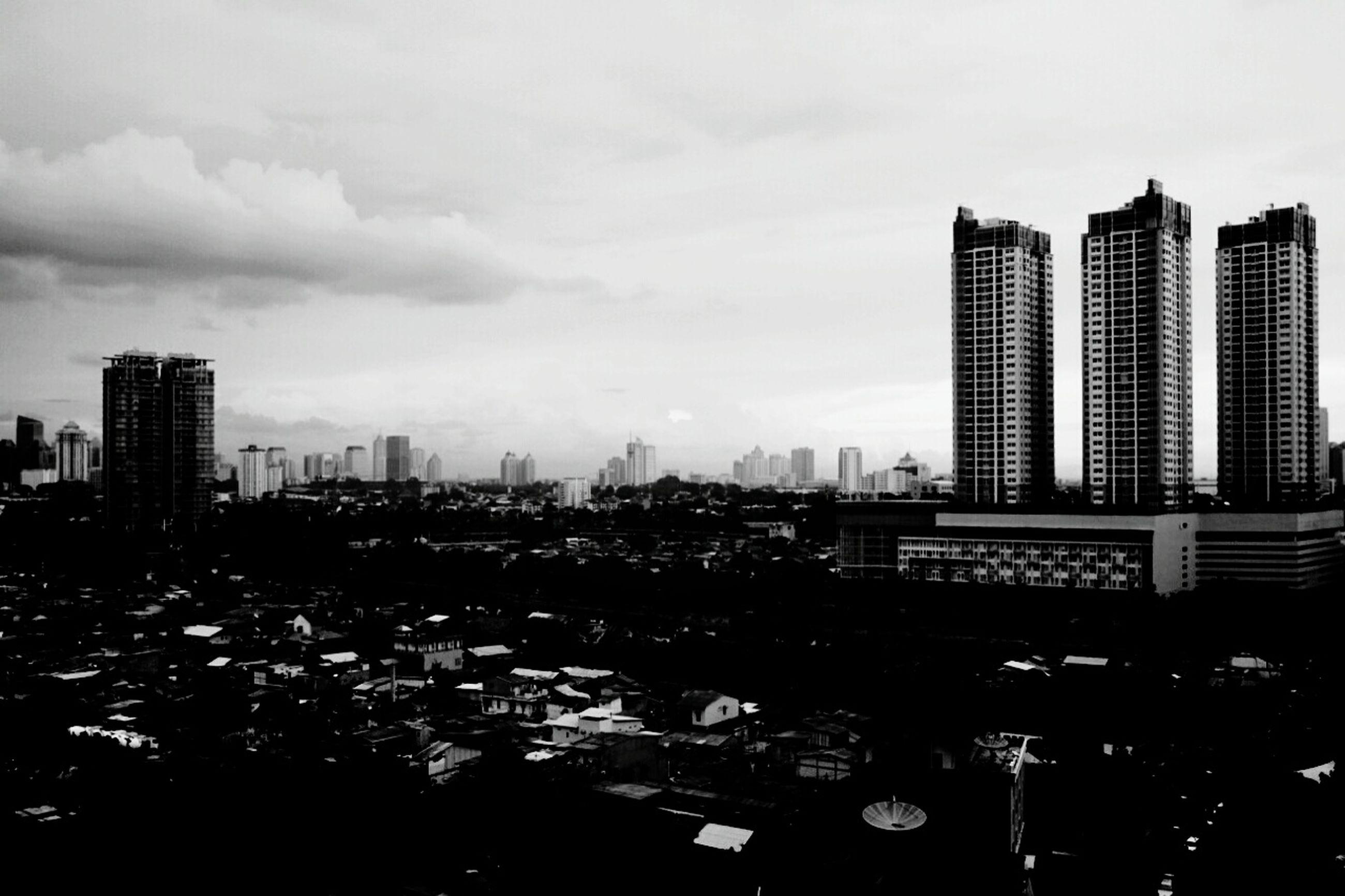 building exterior, city, architecture, built structure, sky, cityscape, skyscraper, cloud - sky, urban skyline, office building, modern, tower, tall - high, cloudy, city life, building, residential building, cloud, dusk, outdoors