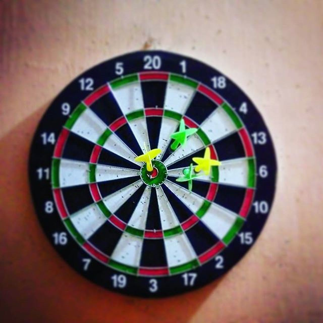 accuracy, sports target, sport, direction, leisure activity, leisure games, recreational pursuit, skill, guidance, close-up, vignette, arrow, challenge, indoors, no people, day, chance