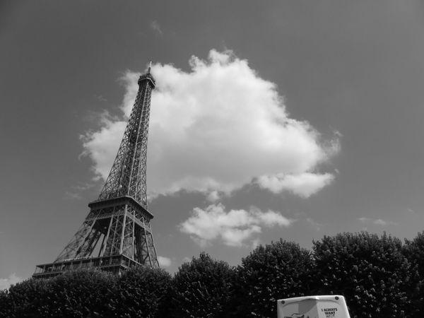 Alvin Ailey- Noir Et Blanc Journey Exterieur Batiments Jour Destination De Voyage Monument Tourisme Ciel Vue En Contre-plongée Nuageux Nuages Grand Tour Eiffel